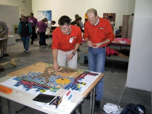 Solving Conceptis' Pic-a-Pix puzzle during WPC 2002 team competition (1)